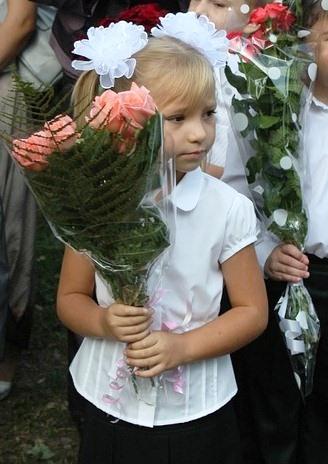 Девочка с букетом