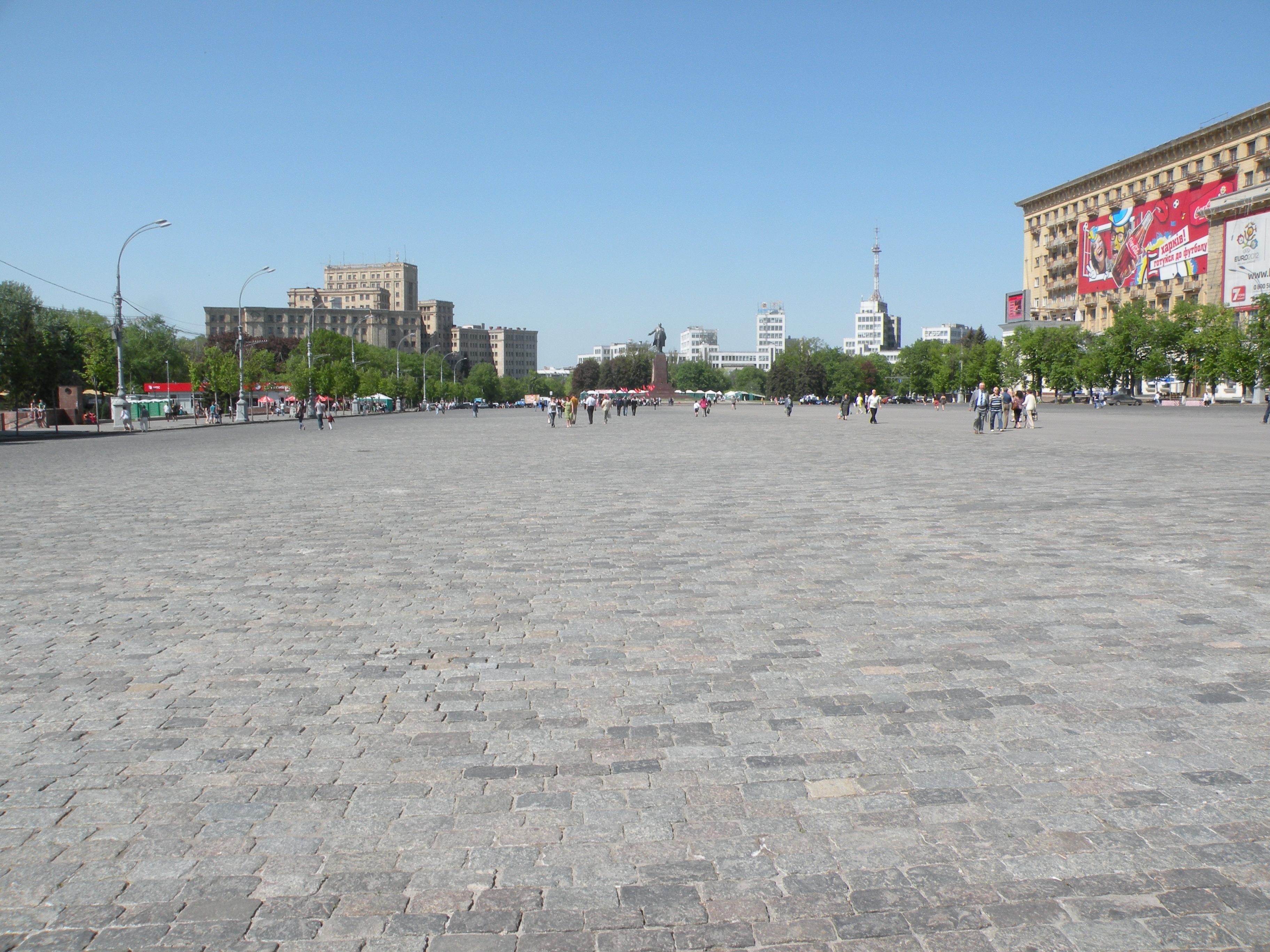 Пустая площадь Свободы