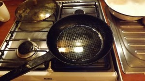Сковорода с маслом