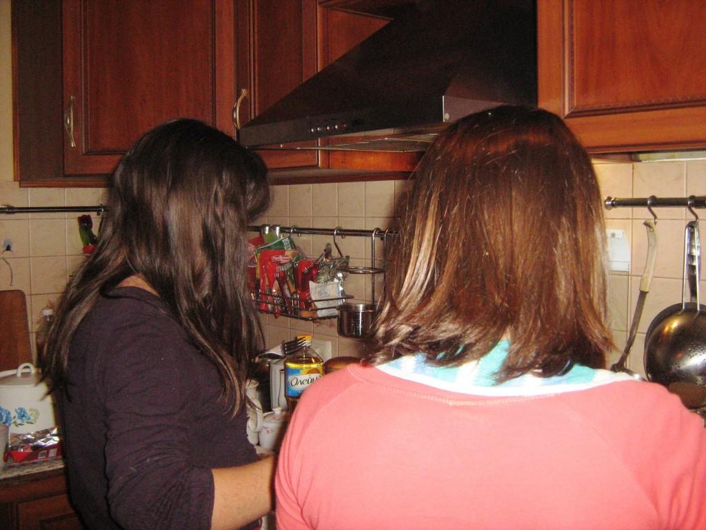 дети у плиты
