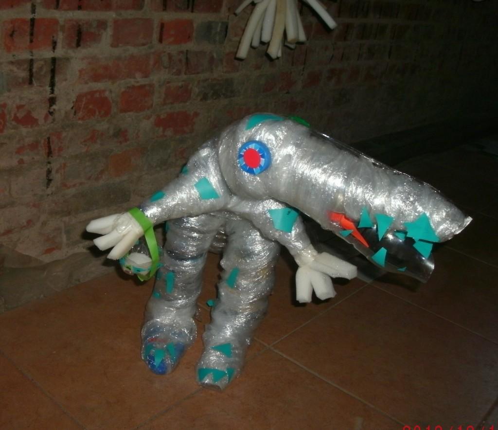 динозавр из бутылок